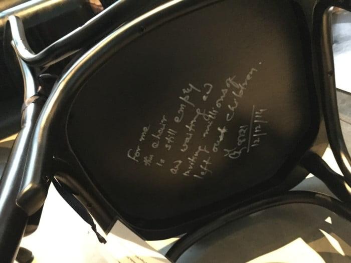 ノーベル賞椅子の裏