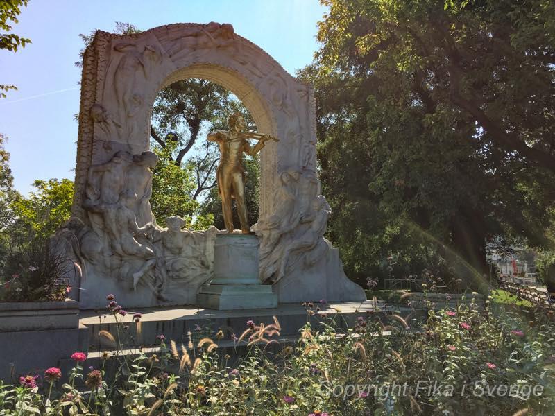 シュトラウス記念像