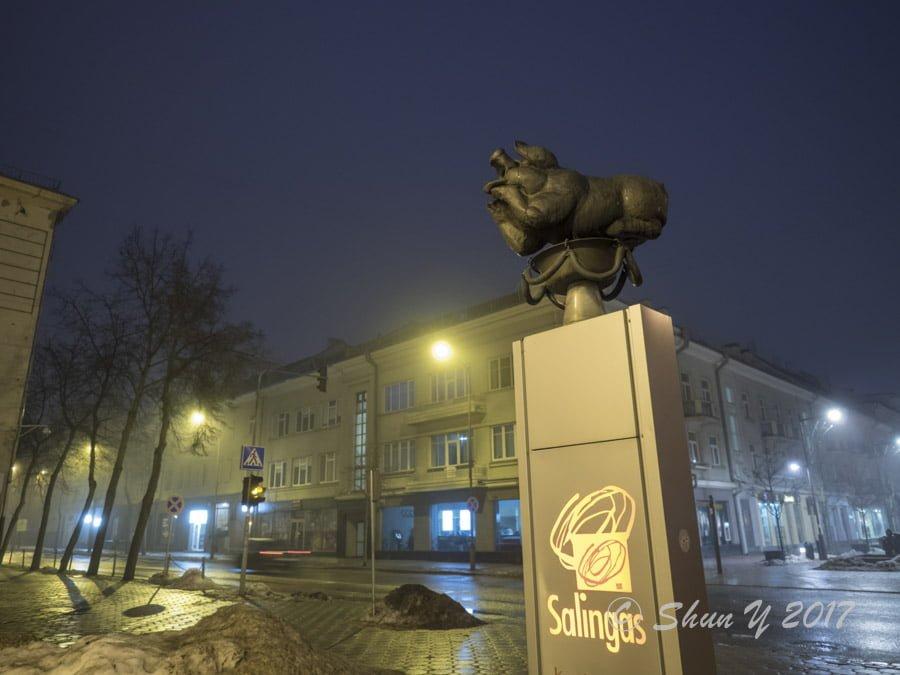 シャウレイの銅像