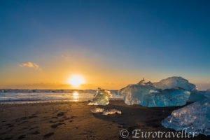 ブラックサンドビーチ(アイスランド)