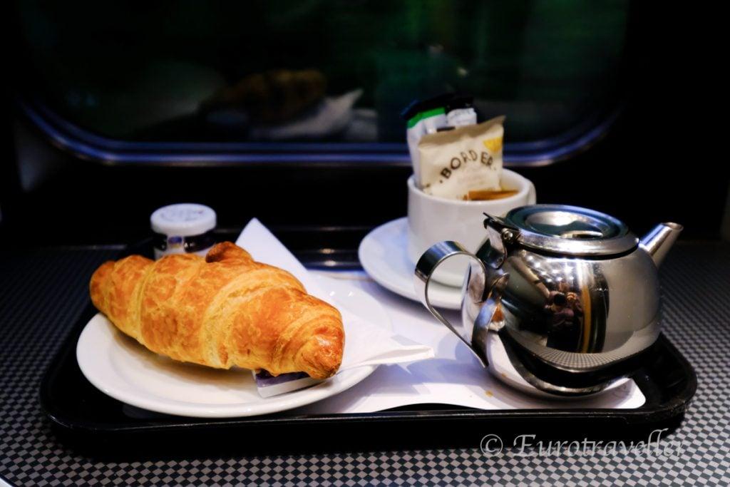 ナイト・リビエラの朝食