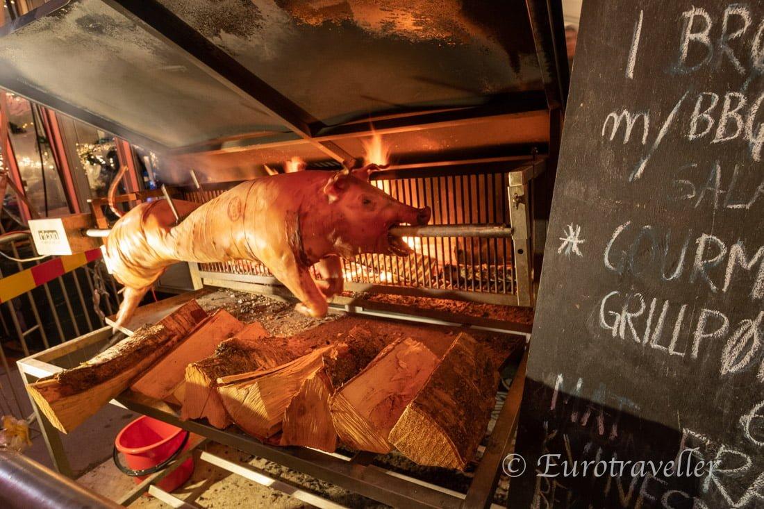 クリスマスマーケット豚丸焼き